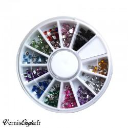 Strass carrés multicolores pour les ongles
