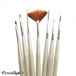 6 pinceaux et 1 dotting tool pour le nail art