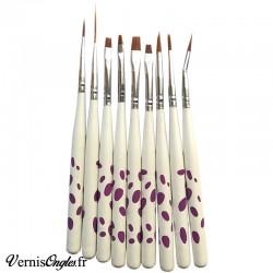 9 pinceaux pour le nail art