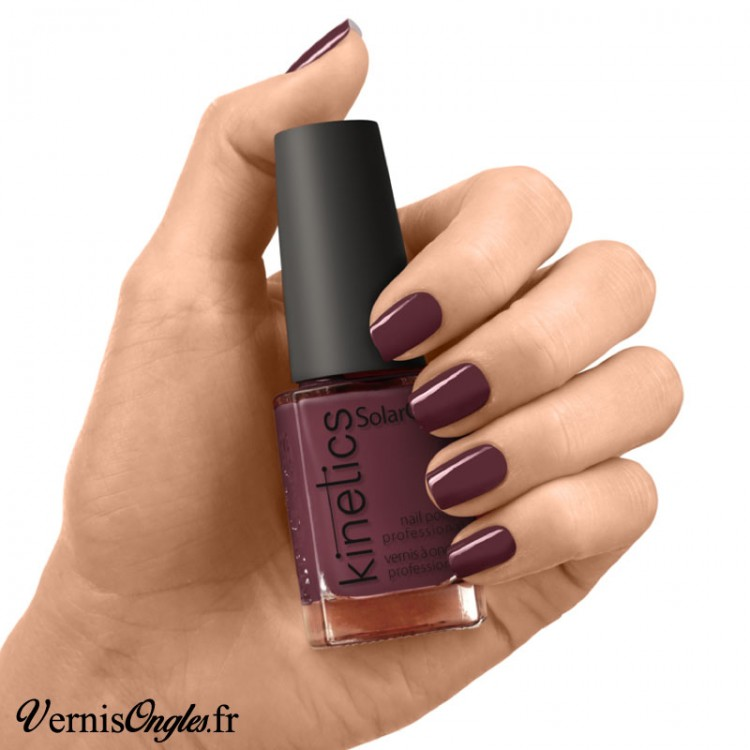 Vernis à ongles Highly Unlikely de Kinetics