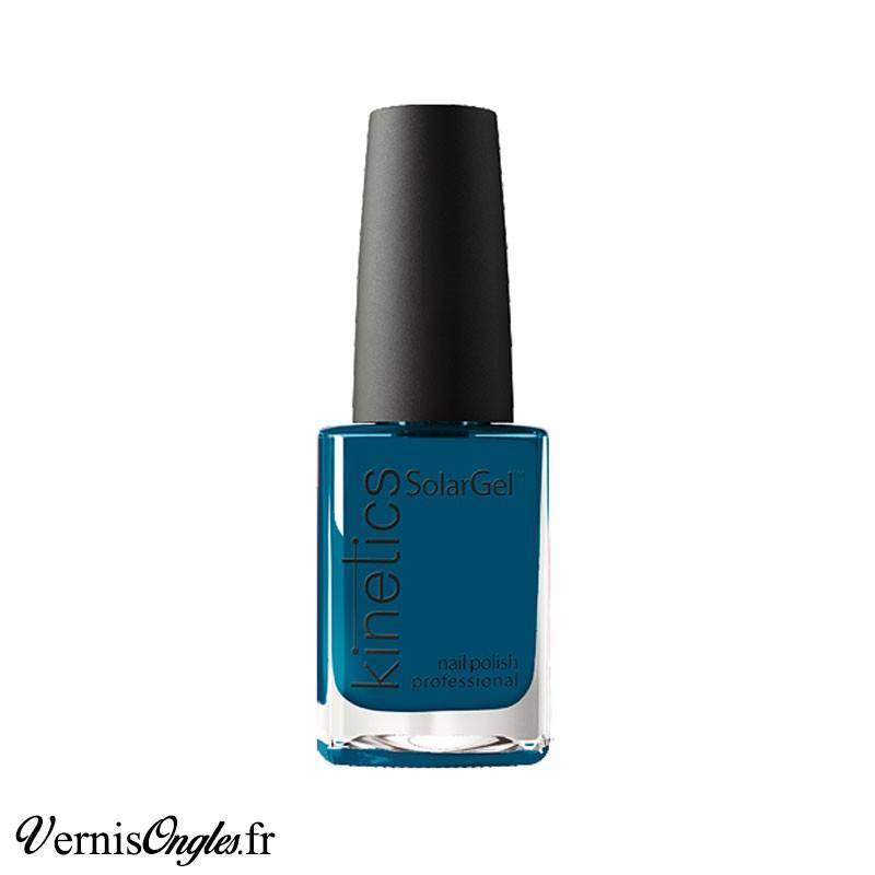 Vernis à ongles Kind Of Blue de Kinetics.