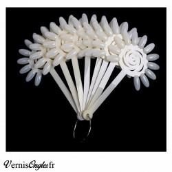Nuancier sucettes fleurs naturel beige pour ongles. Prix 4.50€