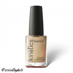 Vernis à ongles All About Beige de Kinetics.