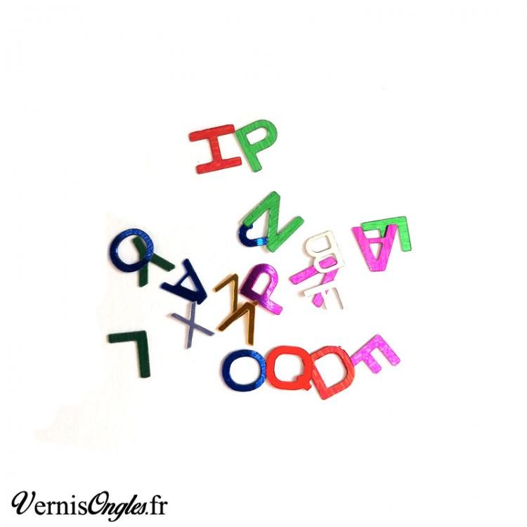 Paillettes multicolores en forme de lettres