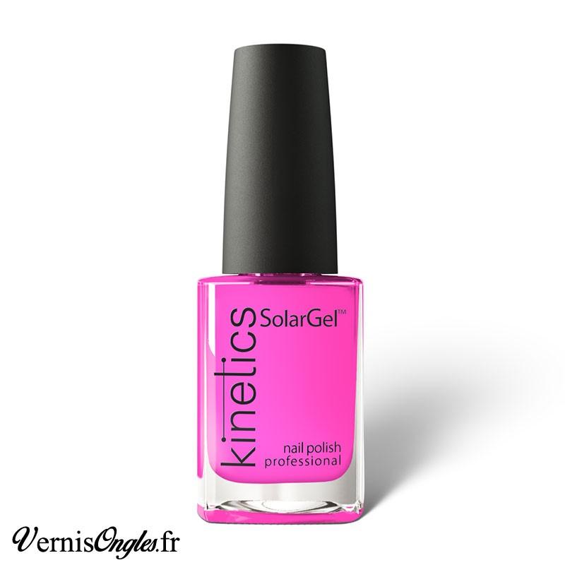 Vernis à ongles Electro Pink de Kinetics.