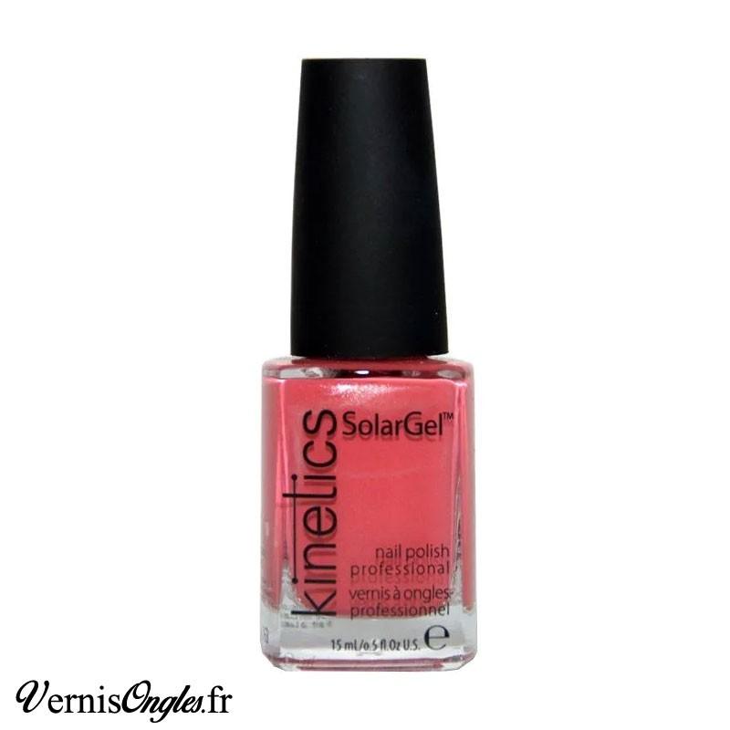 Vernis à ongles Pink Diamond de Kinetics.