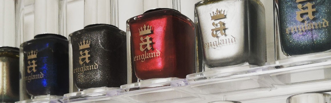 Tous les vernis à ongles A England